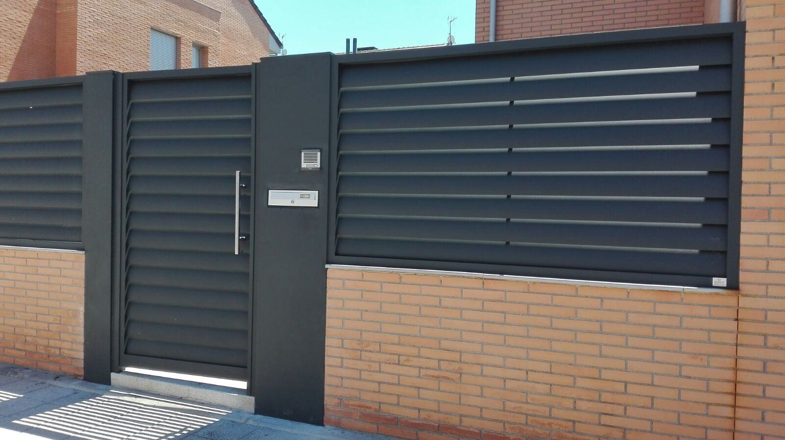 Vallas y celos as frampe cerramientos de aluminio pvc - Puertas para vallas ...